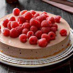 Chocolate and Raspberry Cheesecake Raspberry Cheesecake, Pumpkin Cheesecake, Cheesecake Recipes, Dessert Recipes, Light Summer Desserts, Spring Desserts, Holiday Desserts, Summer Deserts, Diabetic Friendly Desserts