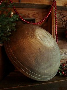 Love this....the bowl & red bead garland are gorgeous....