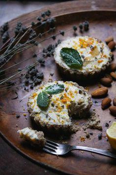 This rawsome vegan life: meyer lemon coconut cream tarts with mint + lavend Desserts Crus, Raw Vegan Desserts, Raw Vegan Recipes, Healthy Recipes, Vegan Food, Diet Desserts, Vegan Raw, Vegan Sweets, Dessert Recipes