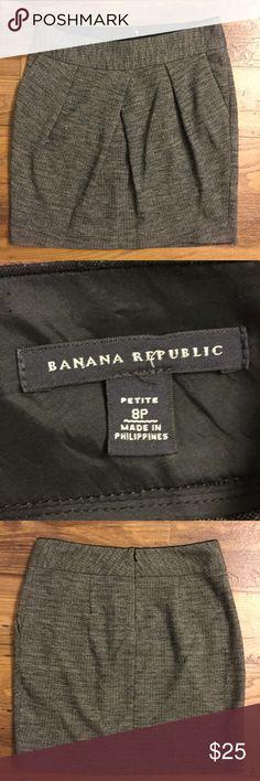 Banana Republic black white wool skirt size 8p Lined. Pockets. Back zipper. Gently used. Banana Republic Skirts