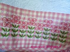 amo creare: Set per l'asilo -- chicken scratch flowers on pink gingham