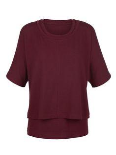 Doppelt hält besser – auch bei dieser Bluse im Lagenlook. #Bluse #Bordeauxrot #Herbst