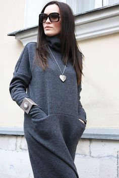 Long Winter sweater dress in gray. I like the heart pendant necklace but the weird square bracelet is not my favorite. Muslim Fashion, Modest Fashion, Hijab Fashion, Boho Fashion, Autumn Fashion, Fashion Dresses, Fashion Looks, Womens Fashion, Wool Dress