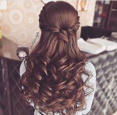 hairstyles for thin hair medium Front Hair Styles, Medium Hair Styles, Curly Hair Styles, Hair Medium, Wedding Hair And Makeup, Bridal Hair, Hair Makeup, Quince Hairstyles, Bride Hairstyles
