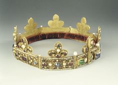 Reliquary crown of holy thorns given to Philippe, Marquis de Namur by his brother Henry, Regent of the Empire of Constantinople  Gold, gems, pearls  Post-1206  Diocesan Museum, Namur