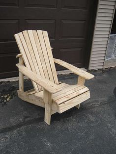 Instructions for making adirondack chair from shipping pallets or other reclaimed lumber.