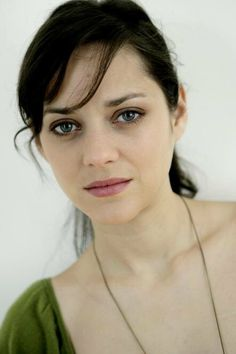 Green blouse, mauve lips, blue eyes, raven hair done back ~ Marion Cotillard Marion Cotillard, Star Francaise, French Actress, Eva Green, Female Images, Hollywood, Famous Faces, Christopher Nolan, Belle
