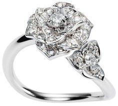 Piaget Rose Collection - Anello in oro bianco 18 carati con 49 diamanti taglio brillante da ca. 0.56 ct