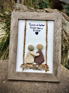 Stone Pictures Pebble Art, Glass Art Pictures, Stone Art, Stone Crafts, Rock Crafts, Beach Rocks Crafts, Diy Crafts, Friends Picture Frame, Picture Frame Crafts