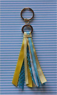 .Porta-chaves #1 - [fitas amarelas/ turquesa/ brancas e ferragens]: 6 fitinhas.  https://www.facebook.com/cemfitas