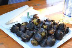 Eine Portion gebratene Kastanien - ein Muss beim Herbsturlaub in Südtirol