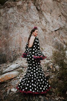 Nuevos trajes de flamenca para el 20187 con nuestra colección 2018. Toda la esencia de El Ajolí al alcance de tu mano. Visítanos.