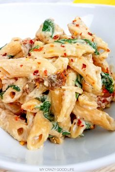 This weight watchers tuscan chicken pasta is an easy weeknight meal! Weight watchers crockpot recipes are easy too cook. D italian weight watchers r Tuscan Chicken Pasta, Garlic Chicken, Chicken Chili, Slow Cooker Chicken Pasta, Crock Pot Pasta, Crock Pot Tuscan Chicken, Chicken Mince Pasta, Chicken Pasta Easy, Chicken Carbonara Pasta