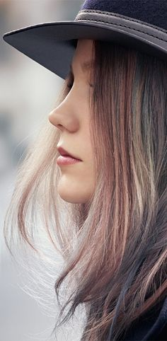 COLOR TOUCH iNSTAMAT!C technology is formulated with a fine blend of color molecules that are diffused gradually into the hair cuticles. The result is a temporary, delicate matte gloss, muted shine, on-trend finish.