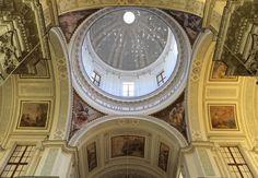 Ed è nei posti autentici che si scopre l'essenza di un luogo. (continua nel blog)  Barocco, devozione e merletto: la Cattedrale di San Lorenzo a #Trapani - Hotel Trapani In