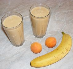 Apricot and banana milkshake Banana Milkshake, Glass Of Milk, Cantaloupe, Drinks, Recipes, Food, Banana, Drinking, Beverages