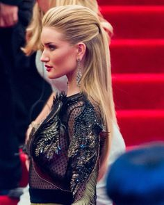 slicked back hair – Rosie Huntington-Whiteley. Celebrity Hairstyle Source by will_janna Sleek Hairstyles, Celebrity Hairstyles, Red Carpet Hairstyles, Straight Hairstyles Prom, Hollywood Hairstyles, Party Hairstyles For Long Hair, Slicked Back Hairstyles, Oscar Hairstyles, Slicked Hair