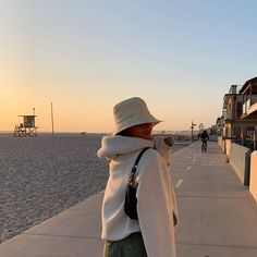 February 09 2020 at fashion-inspo Looks Style, My Style, Girl Style, Look Body, Parisienne Chic, Foto Casual, Insta Photo Ideas, Mode Streetwear, Summer Aesthetic