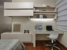 As estantes merecem uma atenção especial na hora de decorar o quarto, pois são fundamentais para deixar o ambiente mais organizado e funcional.