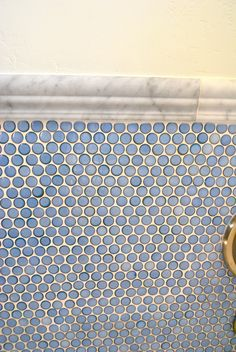 blue penny tile in a marble border-would love this in my bathroom with a white claw foot tub Blue Penny Tile, Interior Design Living Room, Living Room Designs, Penny Backsplash, Kitchen Backsplash, Upstairs Bathrooms, Blue Bathrooms, Master Bathroom, Salt Box