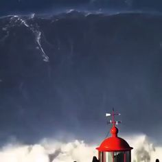 Surfing a word-record 80 foot gigantic wave Nature always makes you feel small. Brazilian surfer Rodrigo Koxa surfed a record-setting wave in November 2017 off the coast of Nazaré, Portugal. Just look at the lighthouse and onlookers in perspective Wow Video, Big Waves, Surfs Up, Amazing Nature, Mind Blown, Fun Facts, Beautiful Places, Funny Pictures, The Incredibles