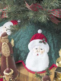 Special Occasion Quilting - Christmas Decoration Quilting Patterns - Santa Tree Skirt--Free pattern