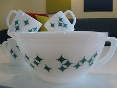 Federal atomic star/diamond batter bowl and mugs.