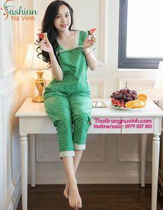BỘ ĐỒ MẶC NHÀ NỮ MÙA HÈ DỄ THƯƠNG -XH434 |  Chất liệu: kate hàn quốc cao cấp | Size: S,M,L | |  Website: Thoitrangnuvinh.com | Hotline/Zalo: 0979 037 801 | Thời trang mặc nhà hiện nay rất được quan tâm. Những cô gái hiện đại hiểu rằng việc đầu tư cho một thiết kế thời trang mặc ở nhà có ý nghĩa như thế nào với bản thân. Hơn cả việc mang đến cho nàng cảm giác thoải mái và êm ái, sau chuỗi thời gian làm việc mệt mỏi, đồ mặc nhà tạo cho nàng hình ảnh thời trang và sự thu hút không thể nào nhầm… Girls Frock Design, Wedding Night Lingerie, Night Dress For Women, Sleep Dress, Frocks For Girls, Sleepwear Women, Classy Dress, Nightwear, Pajama Set