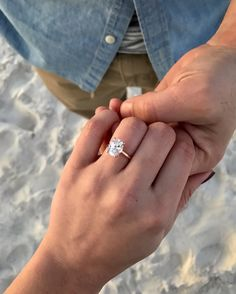 2020 Wedding rings ideas and engagement 1 carat diamond engagement rings Dream Engagement Rings, Wedding Engagement, Oval Solitaire Engagement Ring, Solitaire Diamond, Oval Diamond, Blake Lively Engagement Ring, Oval Shaped Engagement Rings, Engagement Hand, Vintage Gold Engagement Rings