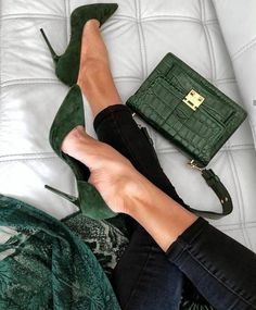 Cool green shoes and bag - women shoes fashion-Coole grüne Schuhe und Tasche – Frauen Schuhe Mode Cool green shoes and bag, - Shoe Boots, Shoes Heels, Shoe Bag, Suede Heels, Dress Shoes, Flats, Stiletto Heels, Cute Shoes, Me Too Shoes