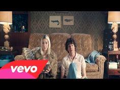 Veronica Maggio - Hela huset ft. Håkan Hellström - YouTube