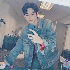 옹성우 ongseongwu(@osw_onge)• Instagram 相片與影片 Instagram V, Denim Button Up, Button Up Shirts, Ong Seung Woo, A Series Of Unfortunate Events, Kim Jaehwan, Seong, 3 In One, Boyfriend Material