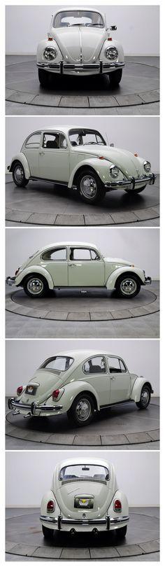 1969 VW Kever. Werd er altijd ziek in, auto's en bussen hadden altijd zo'n typische binnenlucht, volgens mij door de kunststof bekleding die vervolgens warm werd.