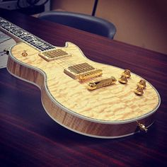 Les Paul Ultima Quilt in Natural.
