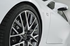 독특한 19인치 알루미늄 휠의 RC 350 F SPORT. | Lexus Facebook ▶ www.facebook.com/lexusKR   #Lexus #LexusRCFSPORT #RC350 #FSPORT #GenevaMotorshow #Car