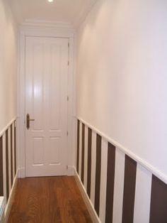Decoración de paredes con zócalos o frisos - DecoraHOY Striped Walls, House Inside, Ideas Para, Cribs, Small Spaces, Sweet Home, Stairs, Black And White, Interior Design