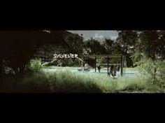 ▶ Lange Frans & Baas B - Zinloos (Official Video) - YouTube