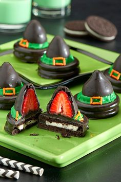 Más Recetas en https://lomejordelaweb.es/   The witching hour is upon us so check out this spellbinding OREO Witches' Hats dessert recipe for your upcoming Halloween party. Halloween party ideas brought to you by Evite in partnership with NABISCO #ad #GhostessParty