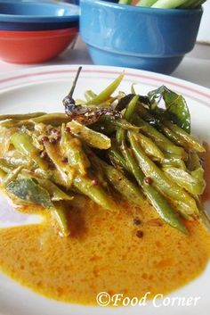 Green Beans curry or commonly called as Bonchi curry is another tasty vegetable dish from Sri Lanka. We have few different recipes for Green Beans. This is a bit spicy way of cooking green beans. We like this Bonchi curry to eat with Green Bean Curry, Veg Curry, Beans Curry, Baked Green Beans, Parmesan Green Beans, Cooking Green Beans, Side Dishes Easy, Vegetable Side Dishes, Vegetable Recipes