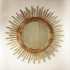 Élégant miroir soleil en rotin. par LampAndCo sur Etsy