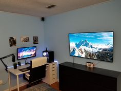 Office Game Room Designs With Homey Features - Di Home Design Gaming Desk Setup, Pc Desk, Computer Setup, Pc Setup, Home Office Setup, Home Office Space, Simple Computer Desk, Video Game Rooms, Game Room Design