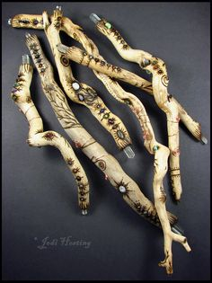 Spirit Sticks, Whittling Wood, Painted Sticks, Painted Pebbles, Witch Broom, Driftwood Crafts, Boutique Hair Bows, Arte Popular, Nature Crafts