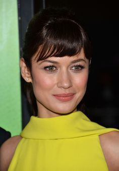 Olga Kurylenko, a short bang, remembering the hairstyles to Audrey Hepburn