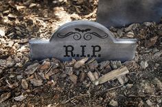 Time to get spooky with these DIY tombstones!