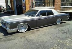 68 Lincoln Continental sittin on Mob Steels