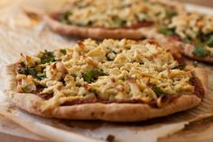 Looking for new gluten-free treats? Try this easy gluten-free vegan pizza topped with spinach, vegan cheese and marinara sauce. Perfect for a vegan brunch! Gluton Free Pizza, Gluten Free Vegan Pizza, Vegan Vegetarian, Vegan Cheese Recipes, Cashew Cheese, Pizza Recipes, Eat Smarter, Food Processor Recipes, Cooking
