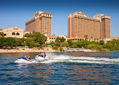 Less than 17 miles from the Fort Mohave, Arizona, Harrah's Laughlin Hotel is only minutes away from Santiago Rodeo Villas. Sitting on the bank of the Colorado River, Harrah's offers gambling, jet skiing, music entertainment, and restaurants.