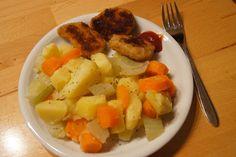 Ein einfaches, aber gesundes Abendessen bei Gina: Kartoffeln, Karotten, Fenchel und Gemüsenuggets. http://ginawritesthings.blogspot.ch/2012/10/vegan-wednesday-9.html