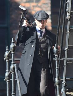 Peaky Blinders Star Cillian Murphy Opens Fire In Explosive New Pictures From Season 4 Peaky Blinders Series, Peaky Blinders Quotes, Peaky Blinders Season, Peaky Blinders Tommy Shelby, Peaky Blinders Thomas, Cillian Murphy Peaky Blinders, Boardwalk Empire, Movies Showing, Movies And Tv Shows