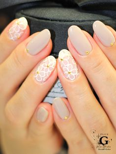love the flowers on the accent finger!